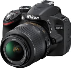 NIKON D3200 DSLR CAMERA WITH 18-200 VR II LENS 24 MEGAPIXELS