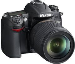 Nikon D7000 DSLR Camera (AF-S 18-55mm VR Kit Lens)